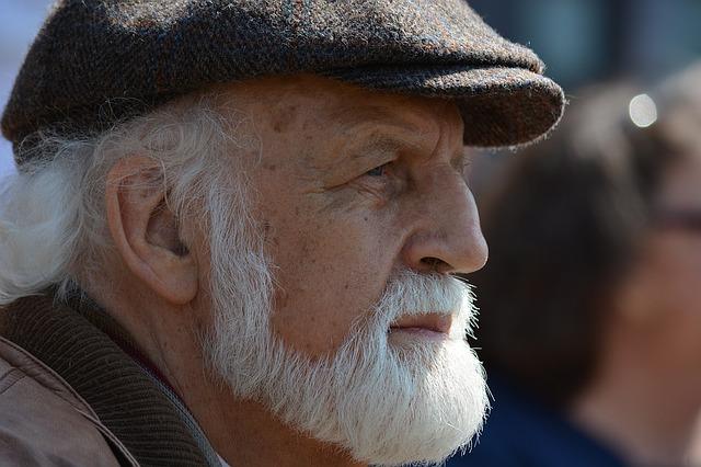 vousatý senior